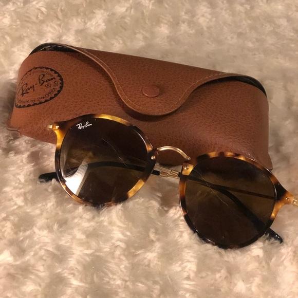 d5b954efad RayBan Round Fleck Brown Tortoise Sunglasses. M 5a860991331627daafe542b5